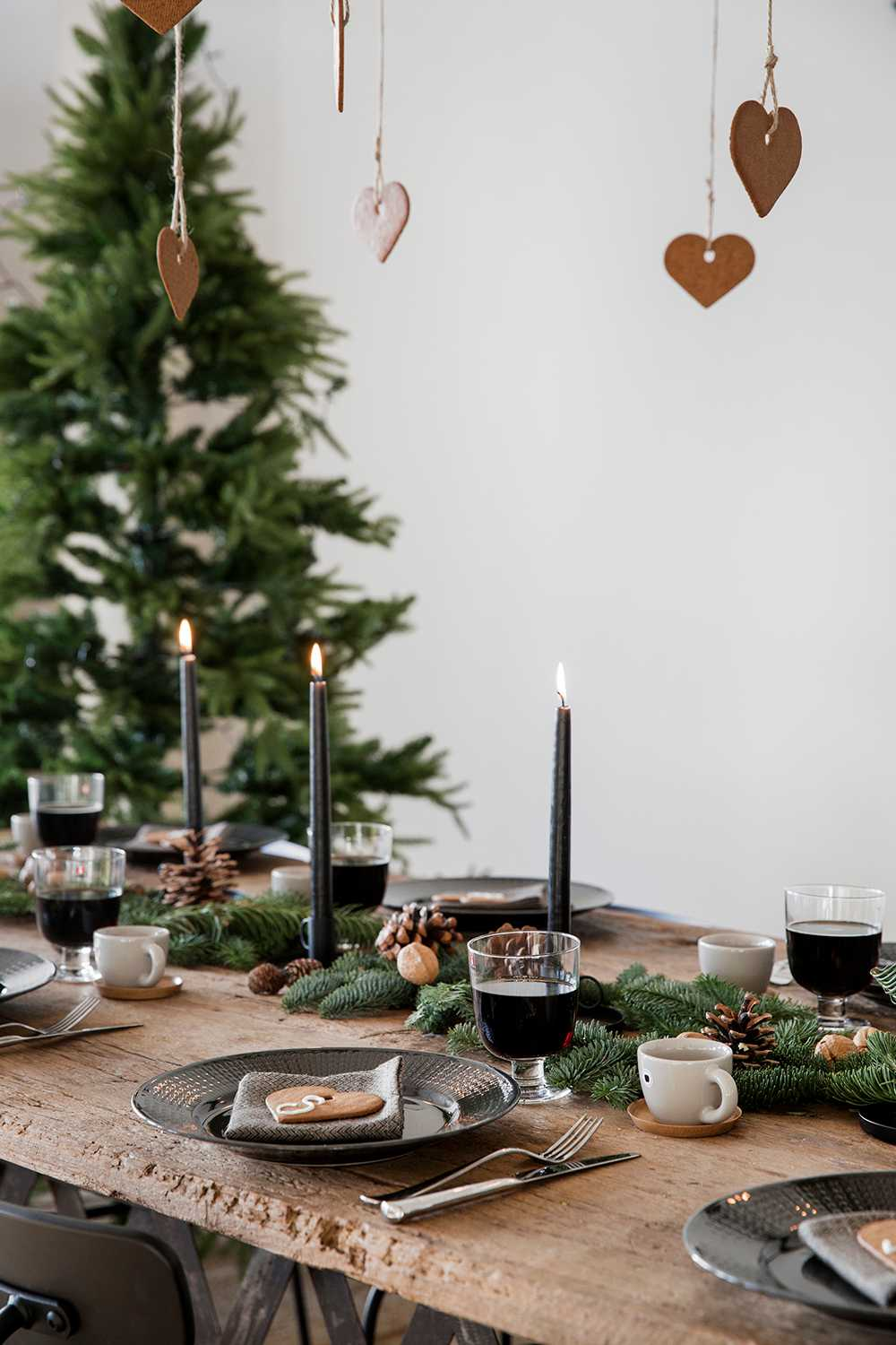 Rustic Christmas Table Runner Ideas